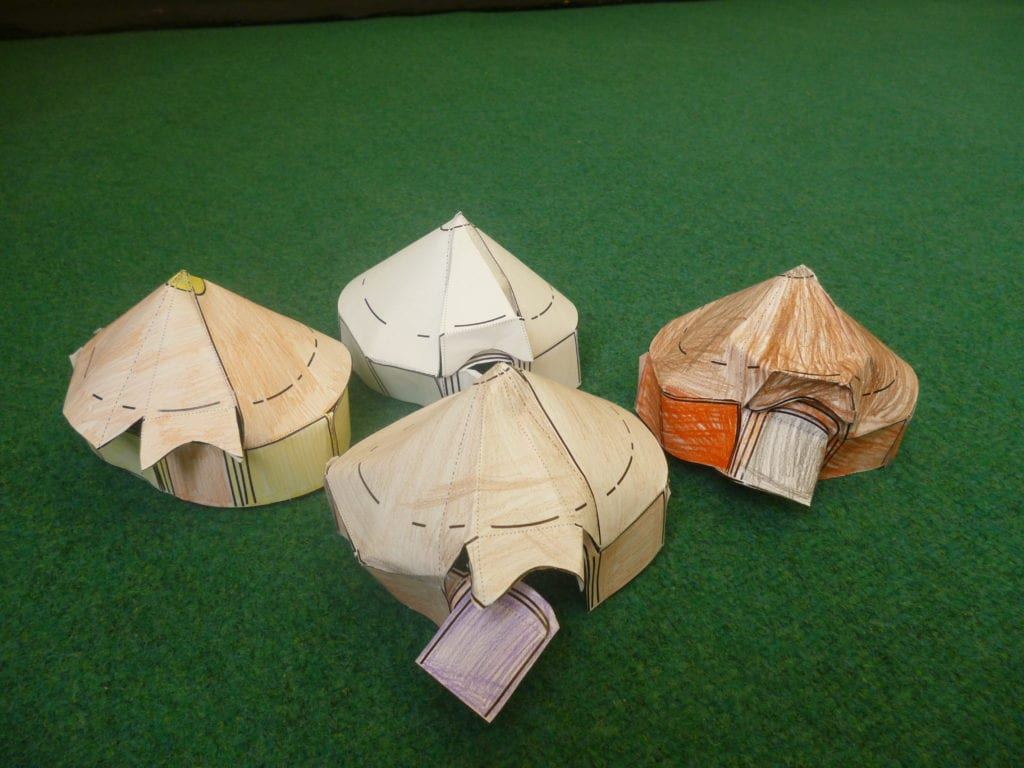 Year 3 explore what it was like to be an anglo saxon this week they looked at their houses and daily life they made model roundhouses and even dressed up in anglo saxon style jeuxipadfo Image collections